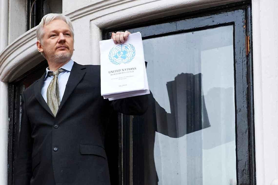 2048x1536-fit_julian-assange-balcon-ambassade-equatorienne-5-fevrier-2016